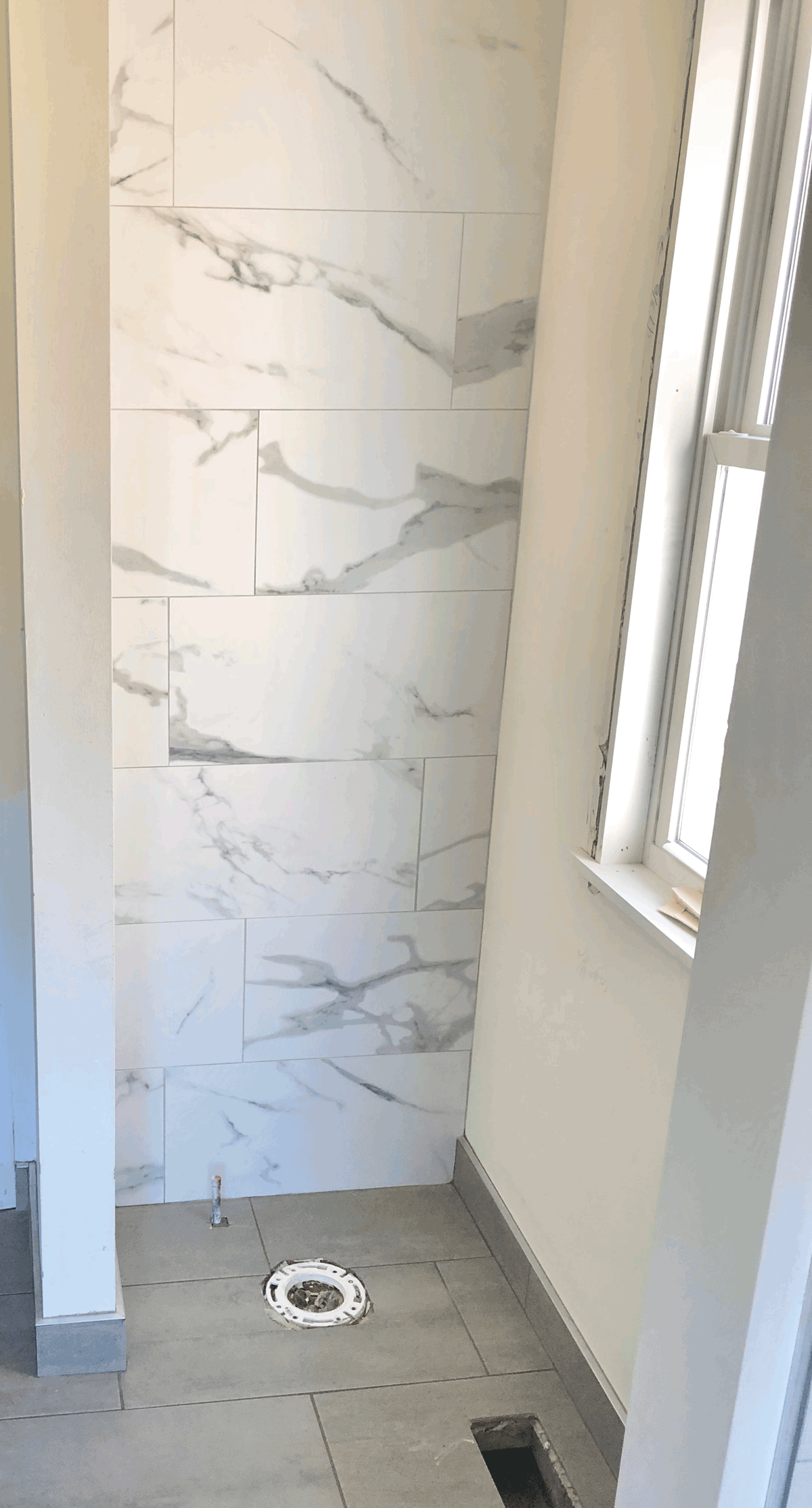 white gray marble accent wall in toilet nook