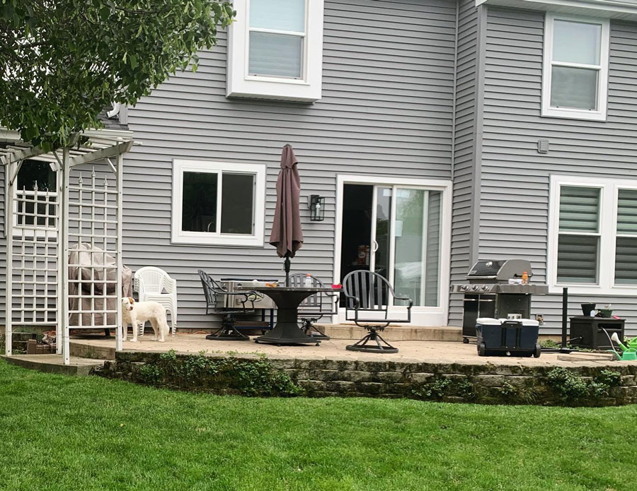 patio with paver retaining wall in the backyard